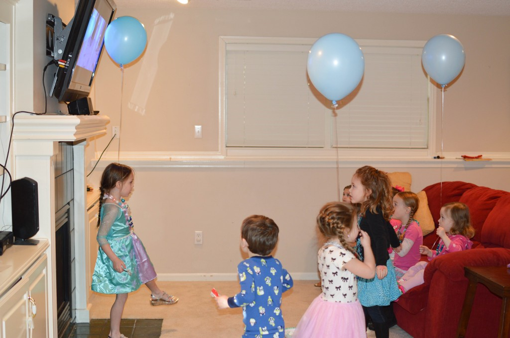 Abby's 5th Birthday Party via @NewDayNewDeals #Frozen #AbbyTrends http://www.newdaynewdeals.com/2014/03/abbys-frozen-birthday-party/